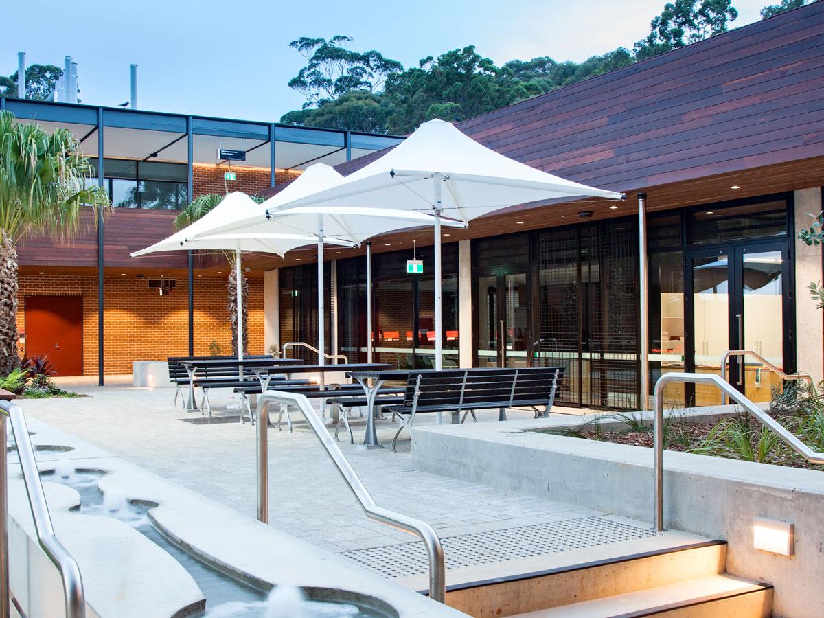 commercial-umbrellas-makmax-australia-home